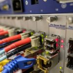 Passer à l'internet par fibre optique : 5 avantages à considérer